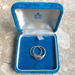 Jewelry - Cobalt Blue Velvet Ring Box